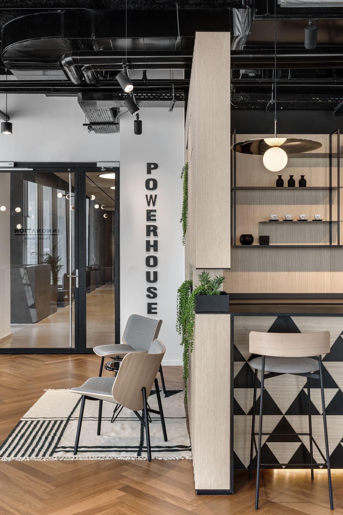 Innovation Offices תאורות מעוצבים במשרד על ידי קמחי דורי