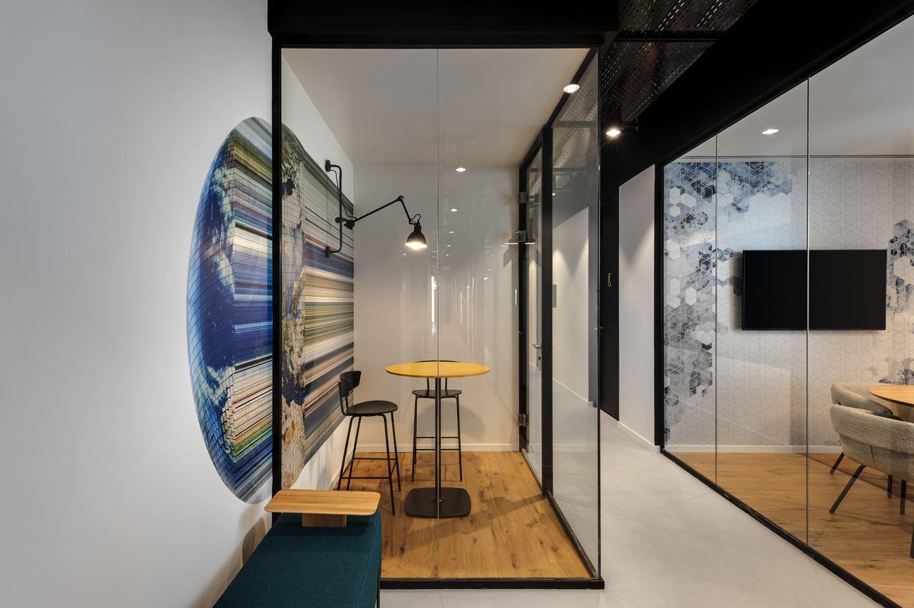 Innovation Offices גוף תאורה בחדר פינתי נעשה על ידי קמחי דורי