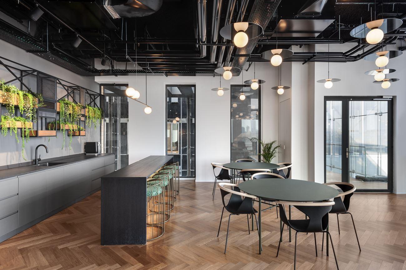 Innovation Offices מרחב המשרד מואר בגופי תאורה הנעשה על ידי קמחי דורי