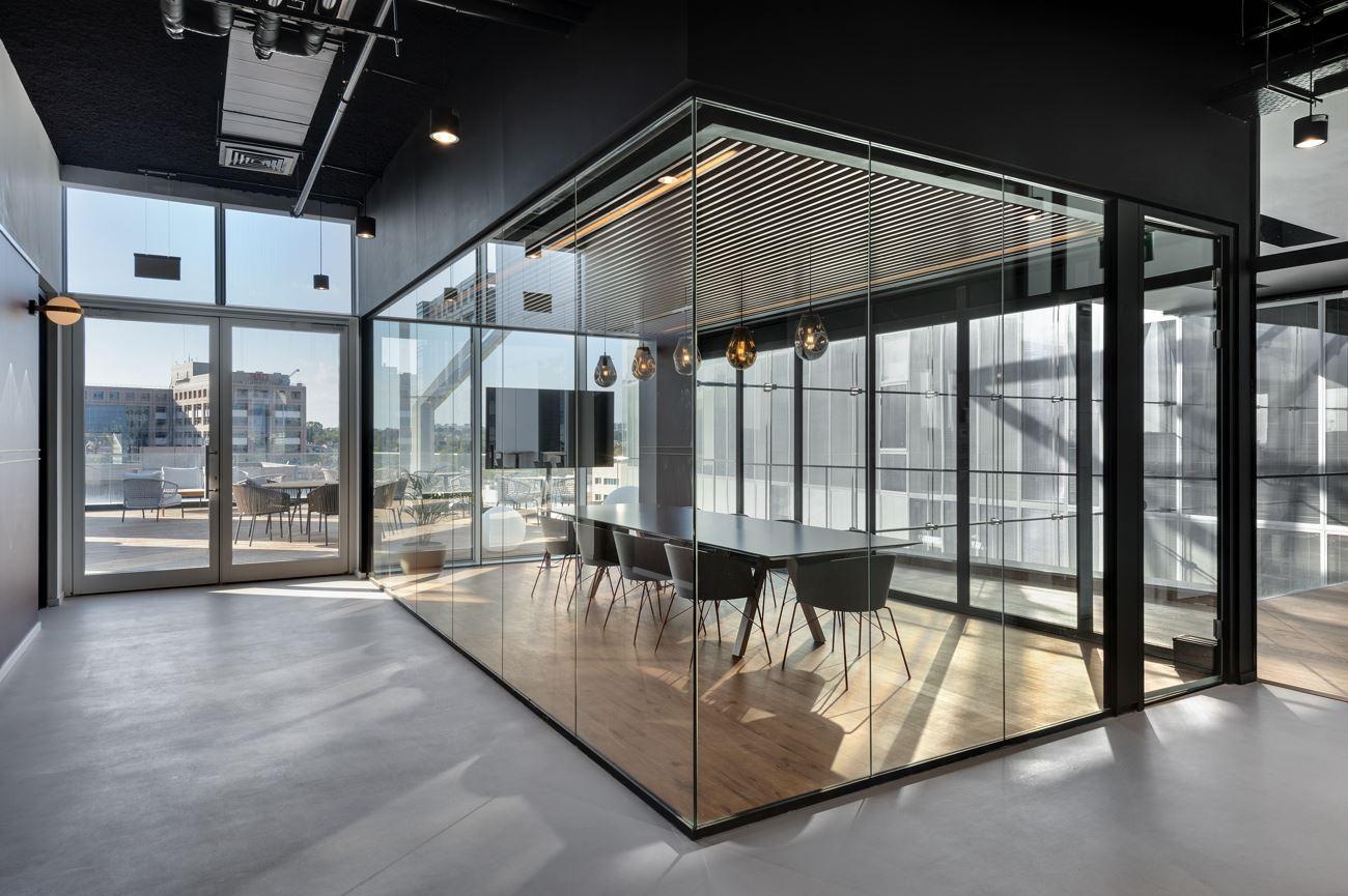 Innovation Offices תאורה במסדרון הנעשה על ידי קמחי דורי