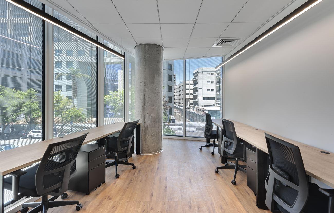 Innovation Offices חדר העבודה בתאורה מיוחדת בתכנון של קמחי דורי