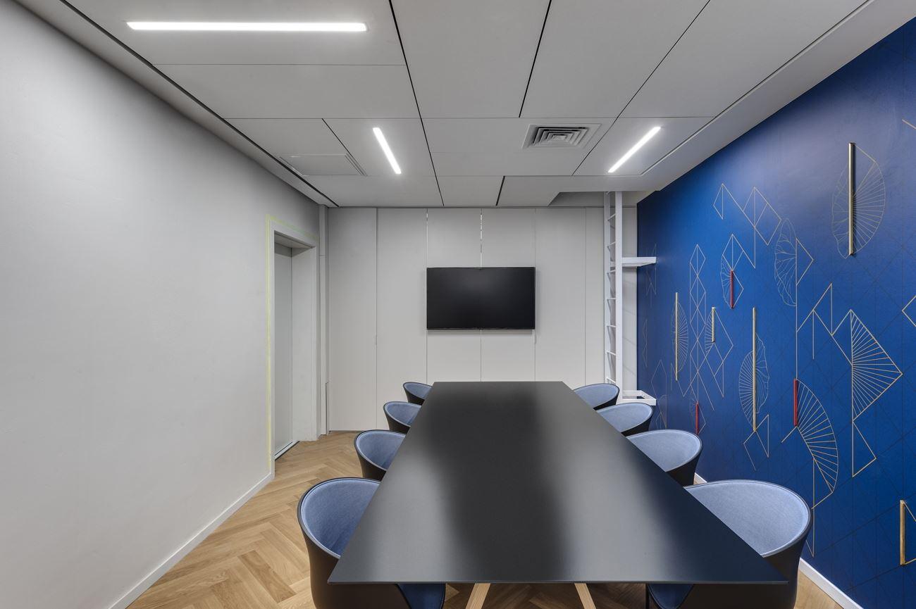 Innovation Offices קירות חדר הישיבות מואר בגופי תאורה על ידי קמחי דורי