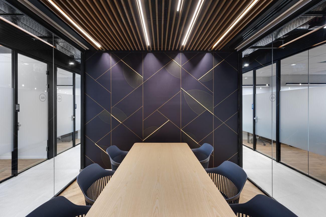 Innovation Offices תכנון חדר המשרד עם גופי תאורה בתכנון קמחי דורי