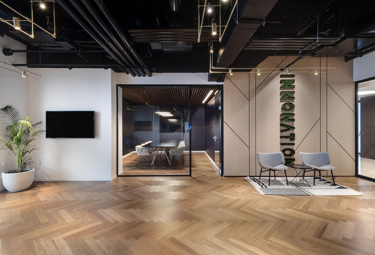 Innovation Offices לובי מחוץ לחדר הישיבות בעיצובו של קמחי דורי