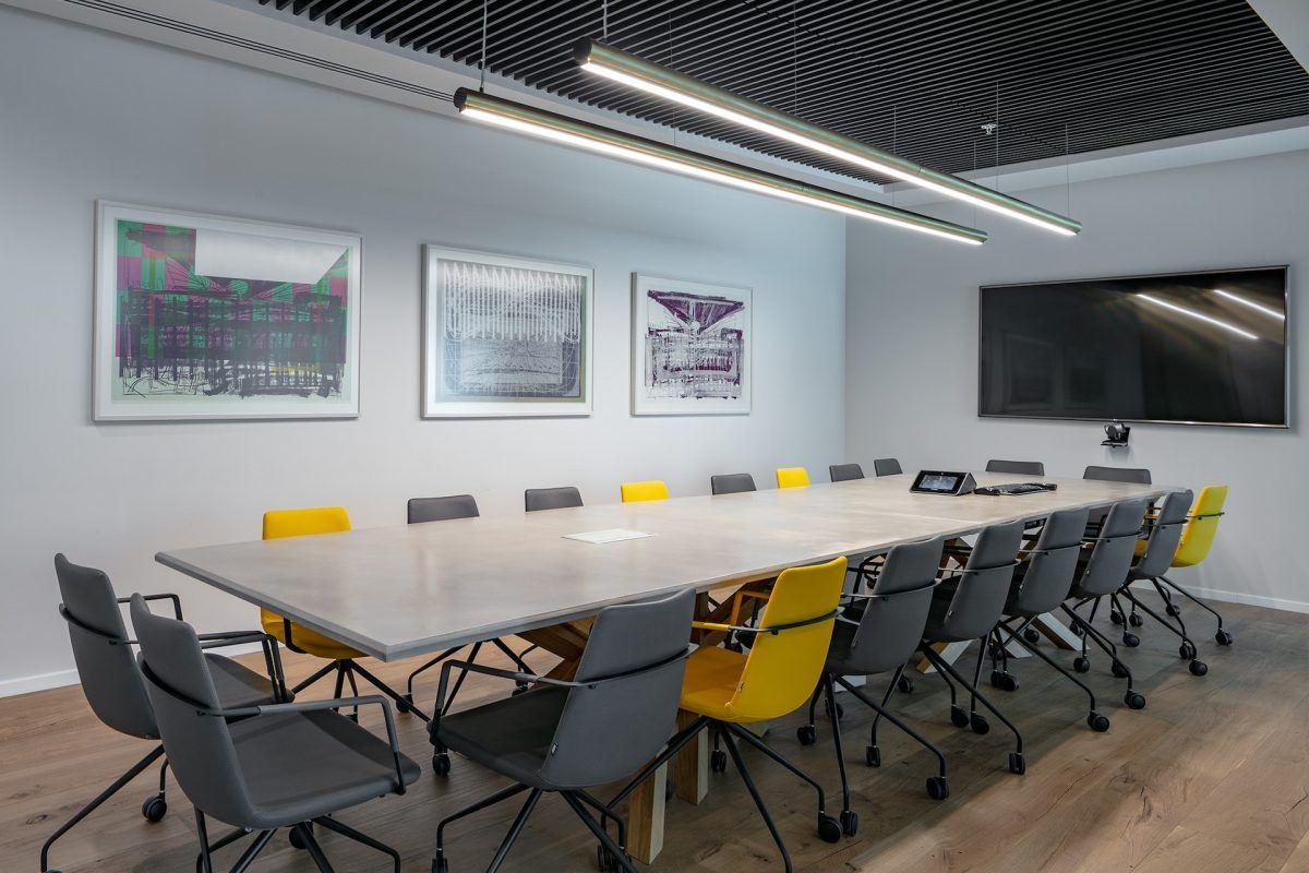 Twistlock Office Space חדר הישיבות מואר הגופי תאורה שנעשו על ידי קמחי דורי