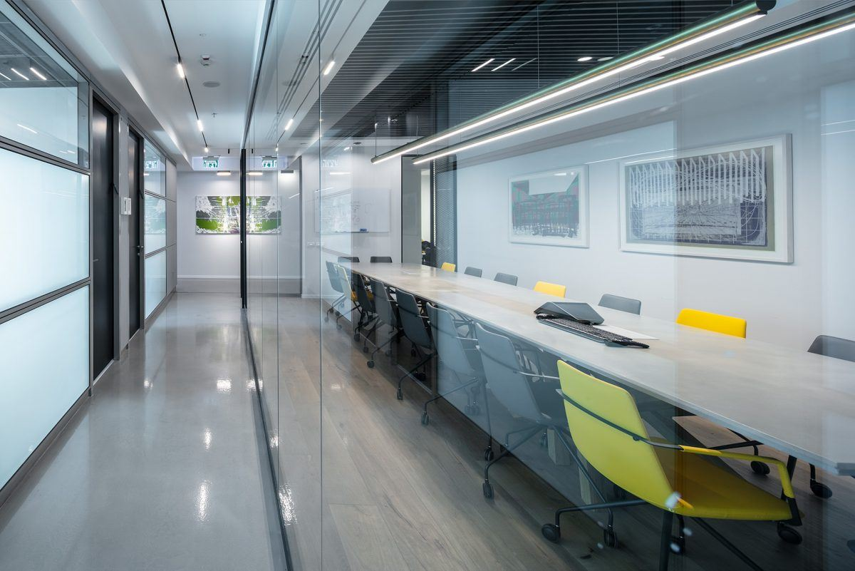 Twistlock Office Space תאורת מסדרון וחדר הישיבות בעיצוב מיוחד של קמחי דורי