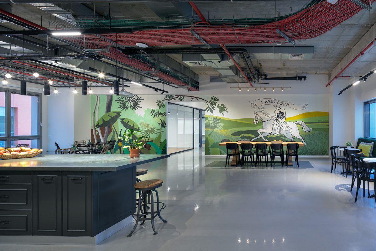 Twistlock Office Space תכנון גופי תאורה במרחב המשרד נעשו על ידי קמחי דורי