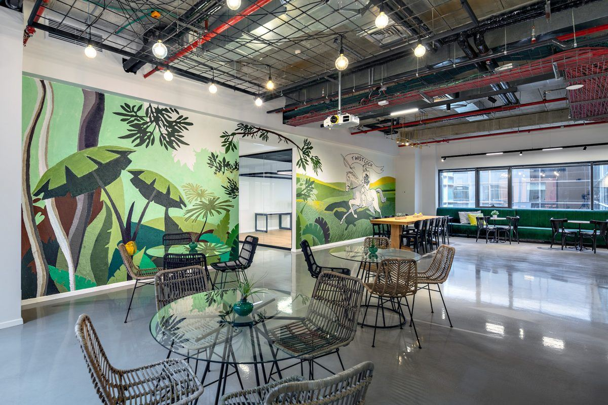 Twistlock Office Space איזור ישיבה מתוכנן בגופי תאורה מיוחדים על ידי קמחי דורי