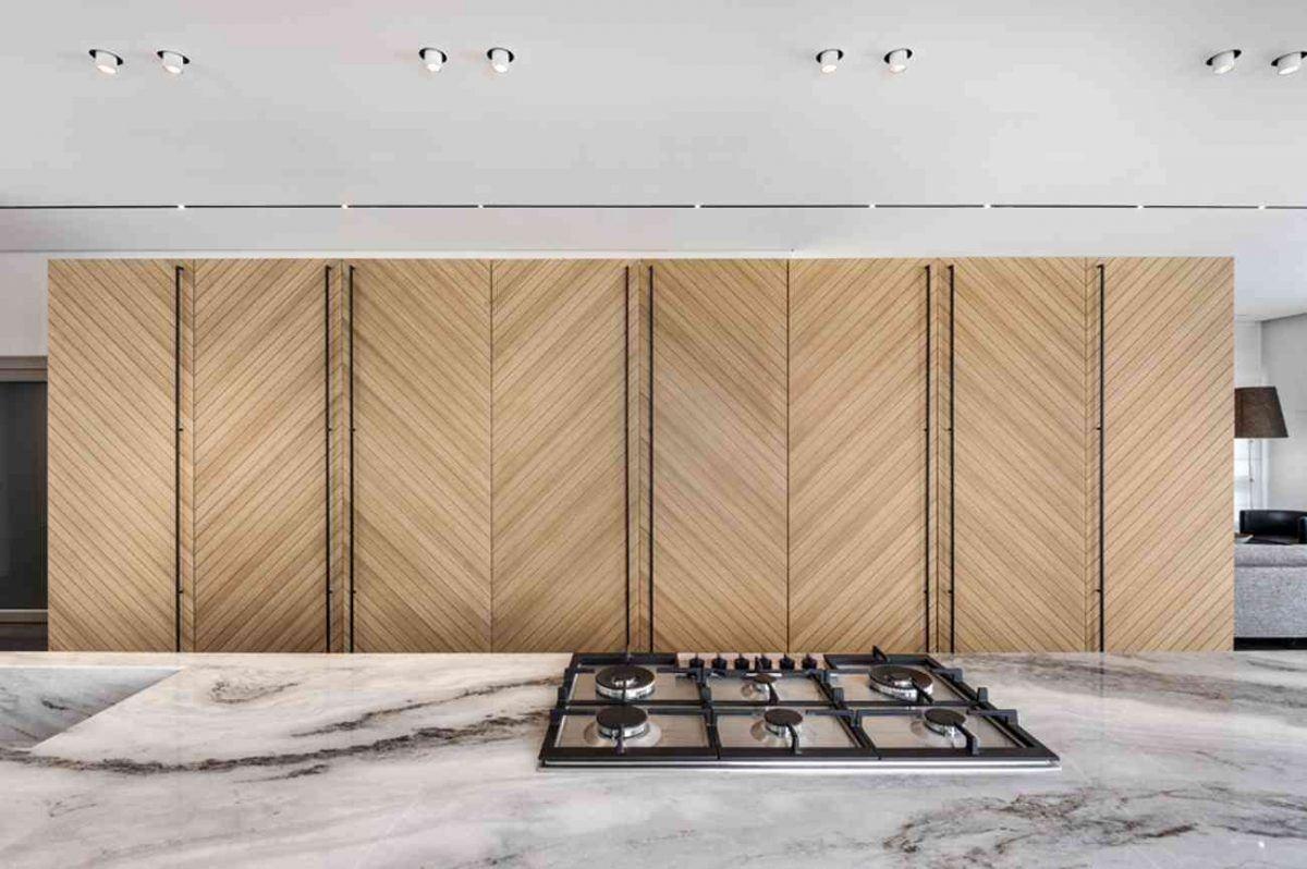 Vista – Netanya הקרנת תאורה על מזווה המטבח נעשה על ידי קמחי תאורה