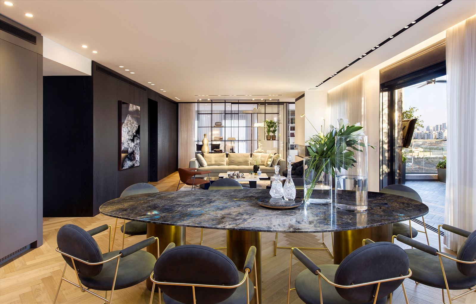 Penthouse - Petah Tikva מרחב הדירה בעיצוב מיוחד של גופי תאורה נעשה על ידי דורי קמחי