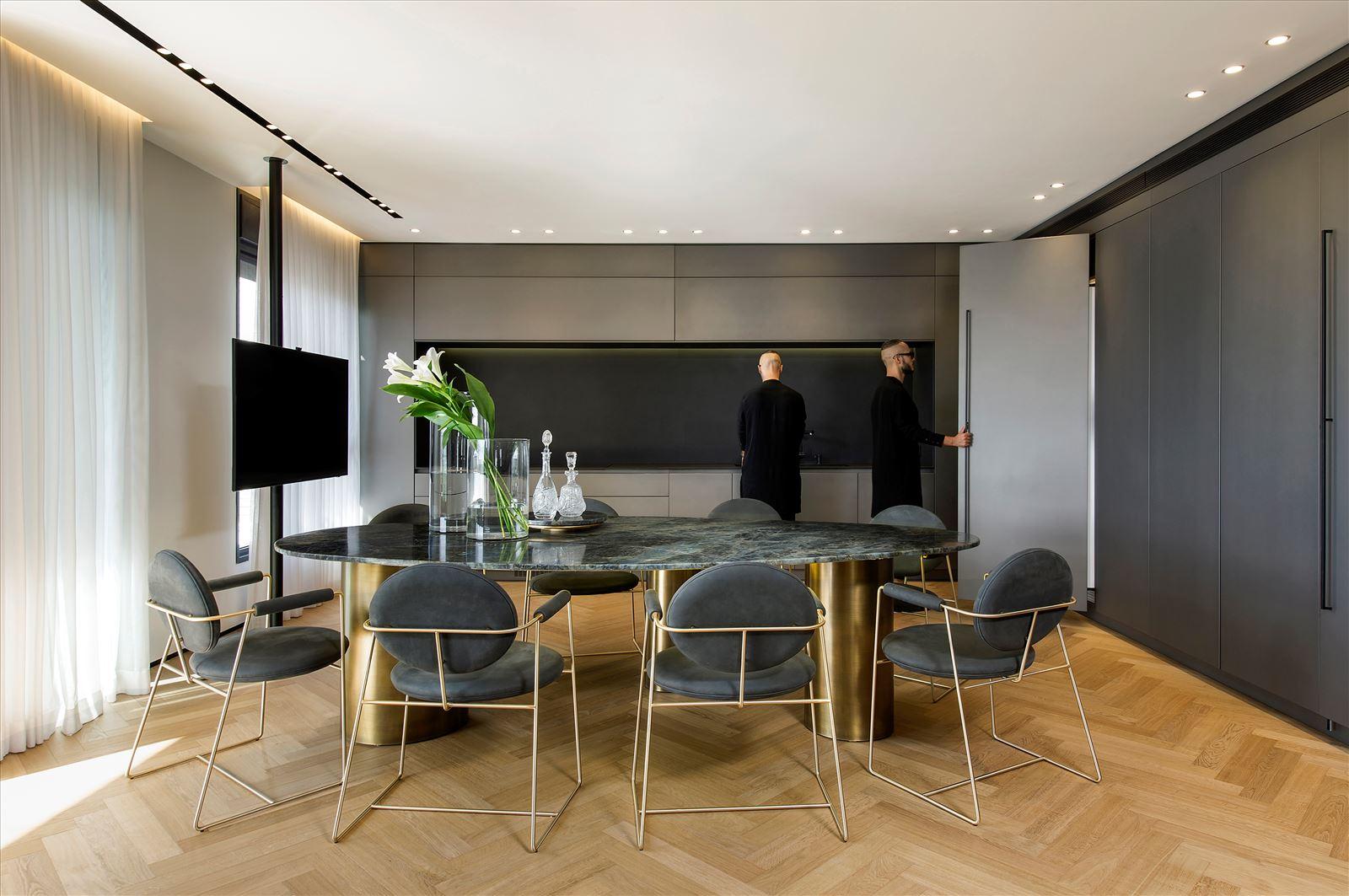 Penthouse - Petah Tikva גופי תאורה מעוצבים בתקרת המטבח בעיצובו של קמחי דורי