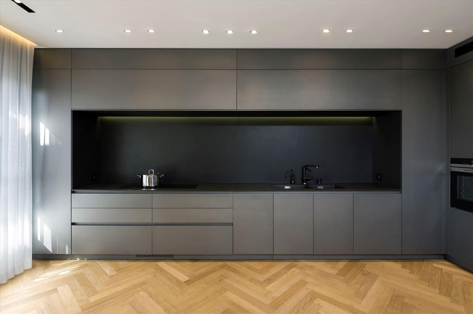 Penthouse - Petah Tikva גופי תאורה בחלל המטבח נעשה על ידי דורי קמחי