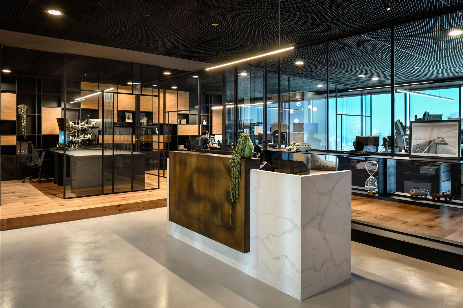 Arbitrage office עיצוב מיוחד של גופי תאורה במרחב המשרד בתכנון דורי קמחי