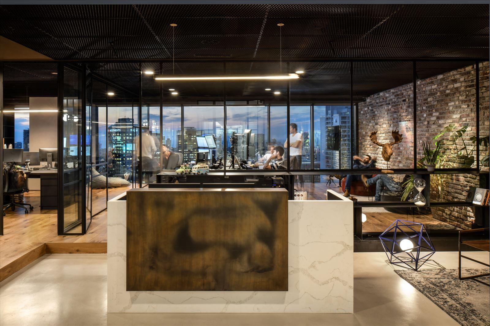 Arbitrage office מרחב המשרד במגוון גופי תאורה בתכנון דורי קמחי