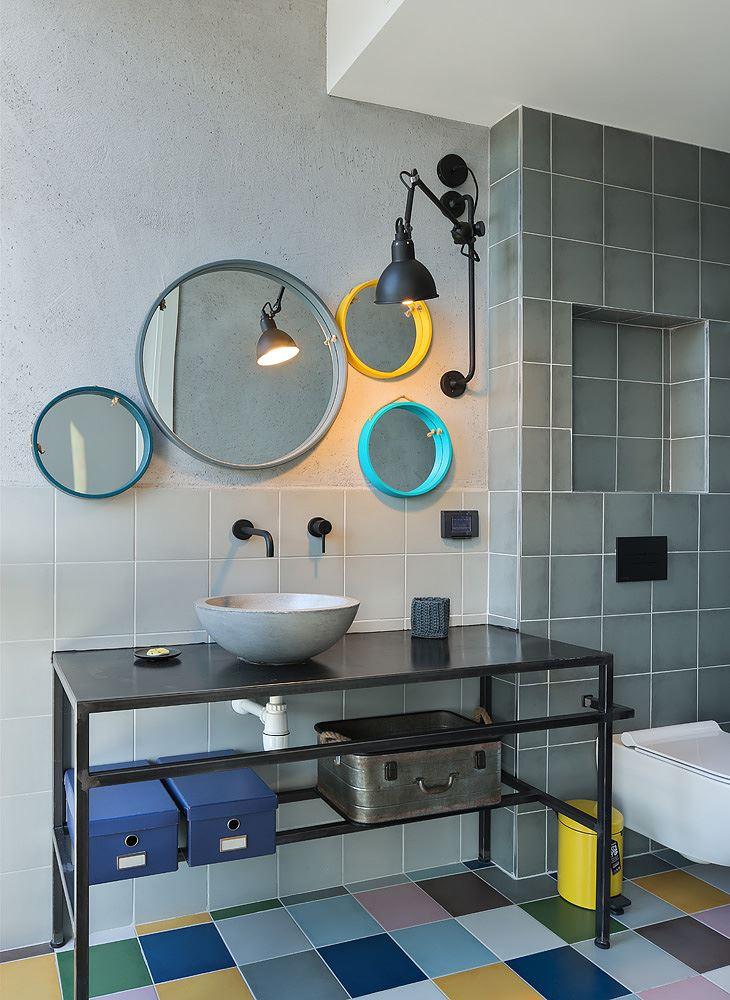 Florentine Project עיצוב מיוחד של גוף תאורה מעל כיור חדר השירותים בעיצובו של קמחי דורי