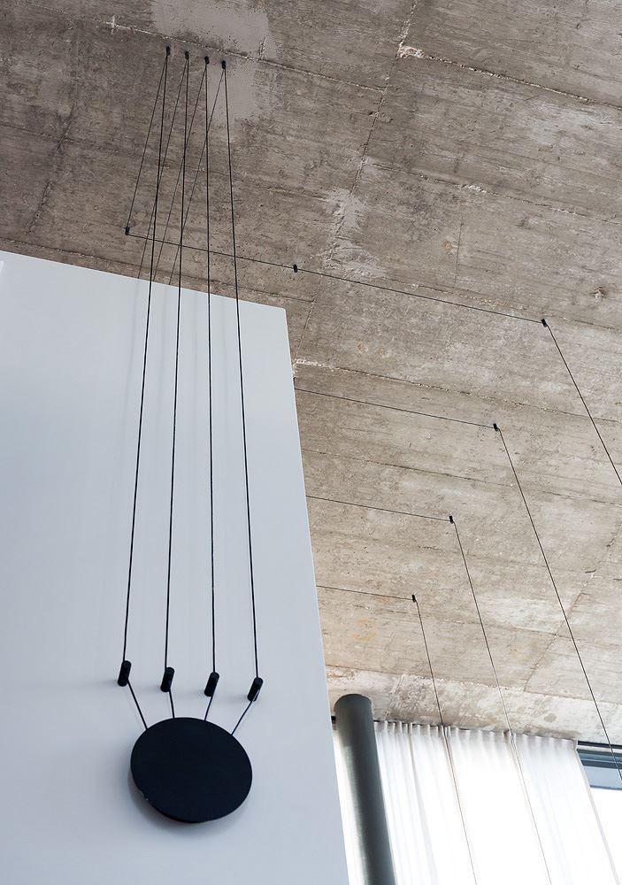 Florentine Project תכנון גופי תאורה תלויים בתקרת הדירה בעיצוב של קמחי דורי