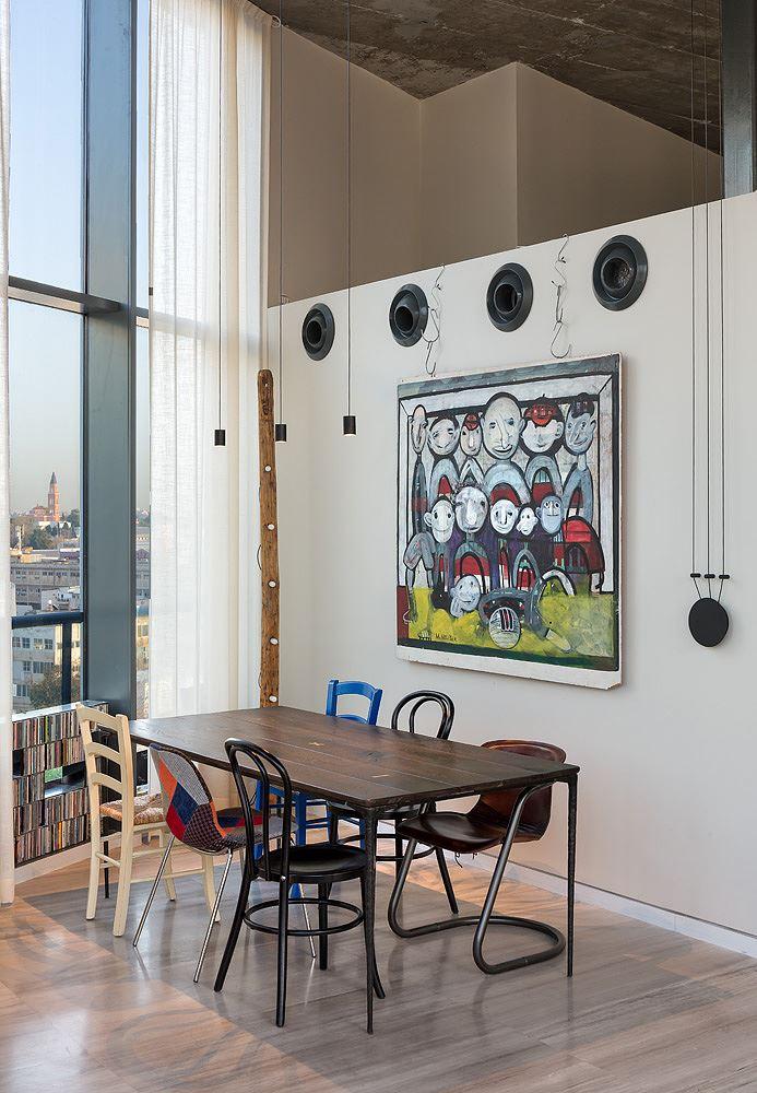 Florentine Project עיצוב גופי תאורה מעל שולחן האוכל נעשה על ידי קמחי דורי