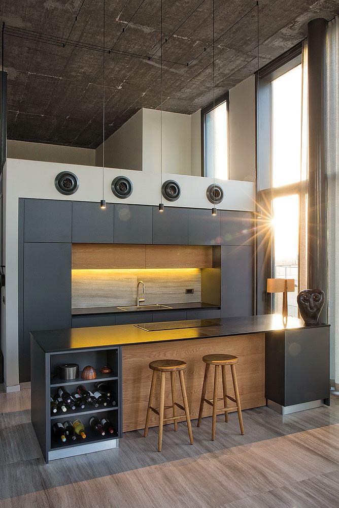 Florentine Project גופי תאורה תלויים מעל בר המטבח בתכנון קמחי דורי