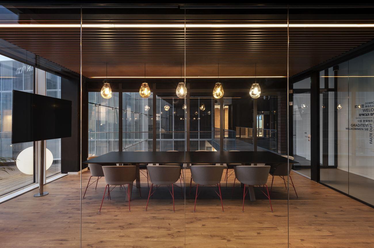 3 טיפים מקצועיים לתכנון תאורה למשרד שיתנו לכם פרקטיות ועיצוב