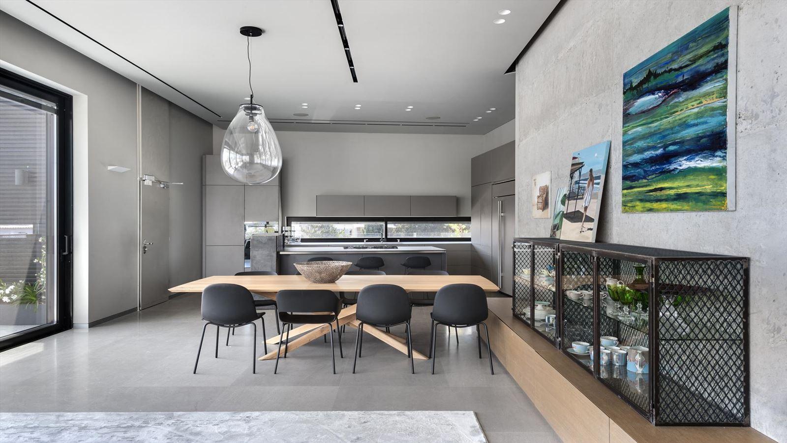 CENTRAL TLV LOFT מבט על גופי תאורה במטבח נעשה על ידי קמחי תאורה