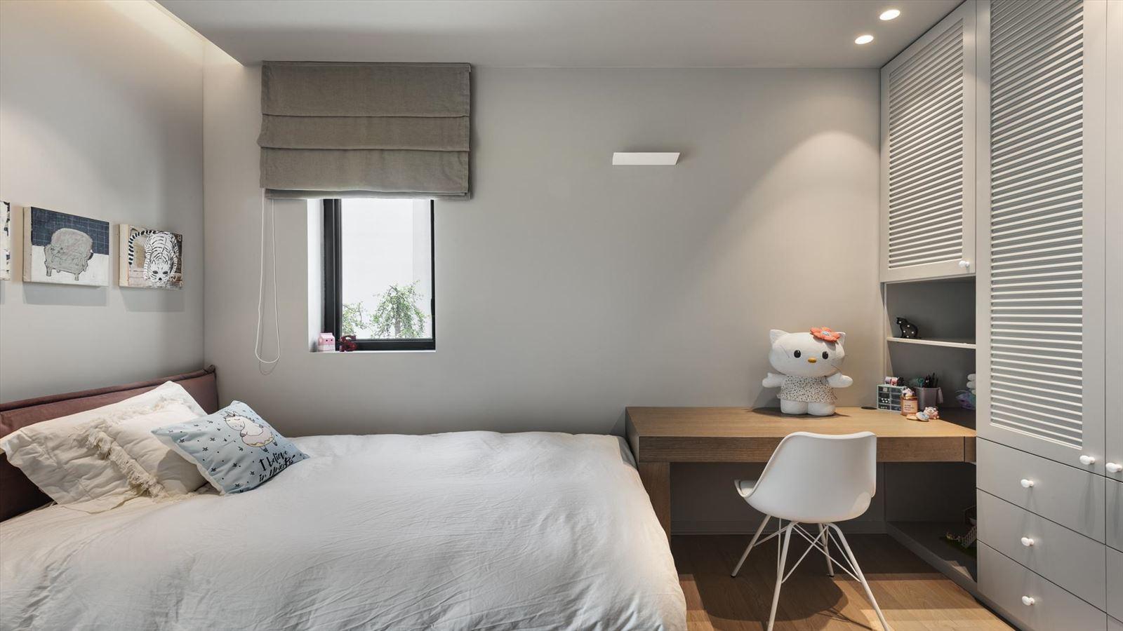 CENTRAL TLV LOFT עיצוב חדר השינה עם גופי תאורה של קמחי תאורה