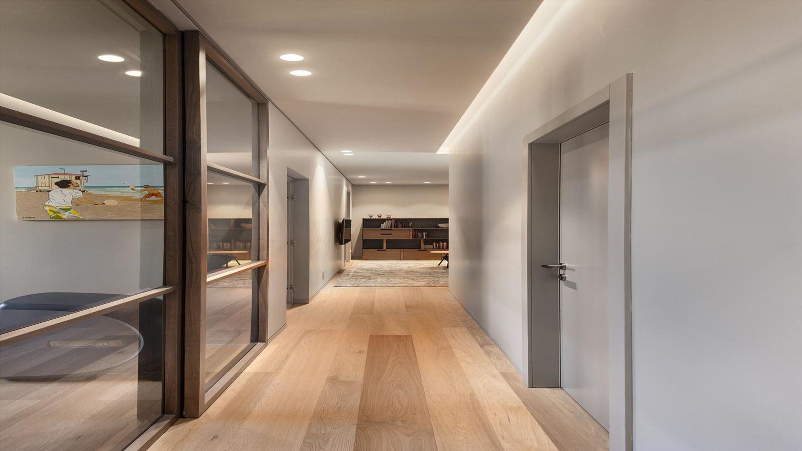 CENTRAL TLV LOFT גופי תאורה מרשימים במסדרונות הבית בעיצוב קמחי תאורה