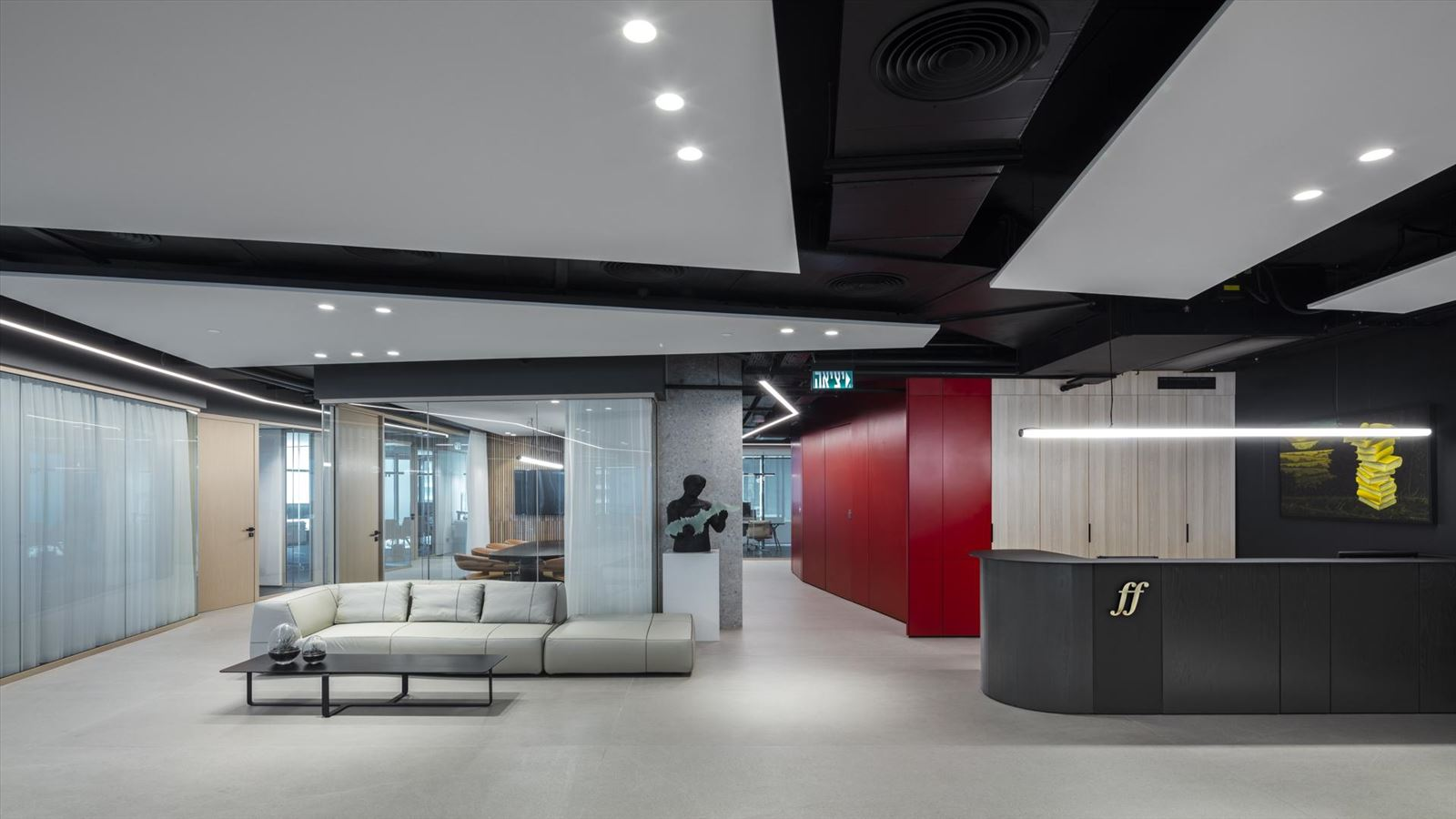 Fortissimo Offices – Tel Aviv עיצוב תקרת המשרד בגופי תאורה בעיצובו של דורי קמחי