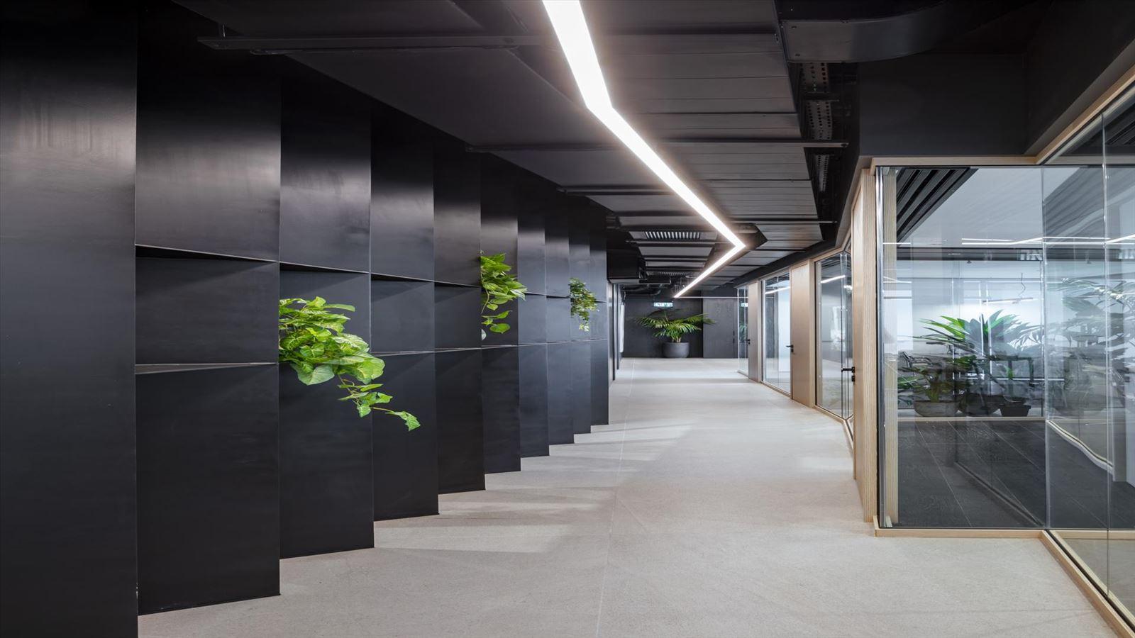 Fortissimo Offices – Tel Aviv מסדרון בעיצוב גוף תאורה בעיצוב דורי קמחי