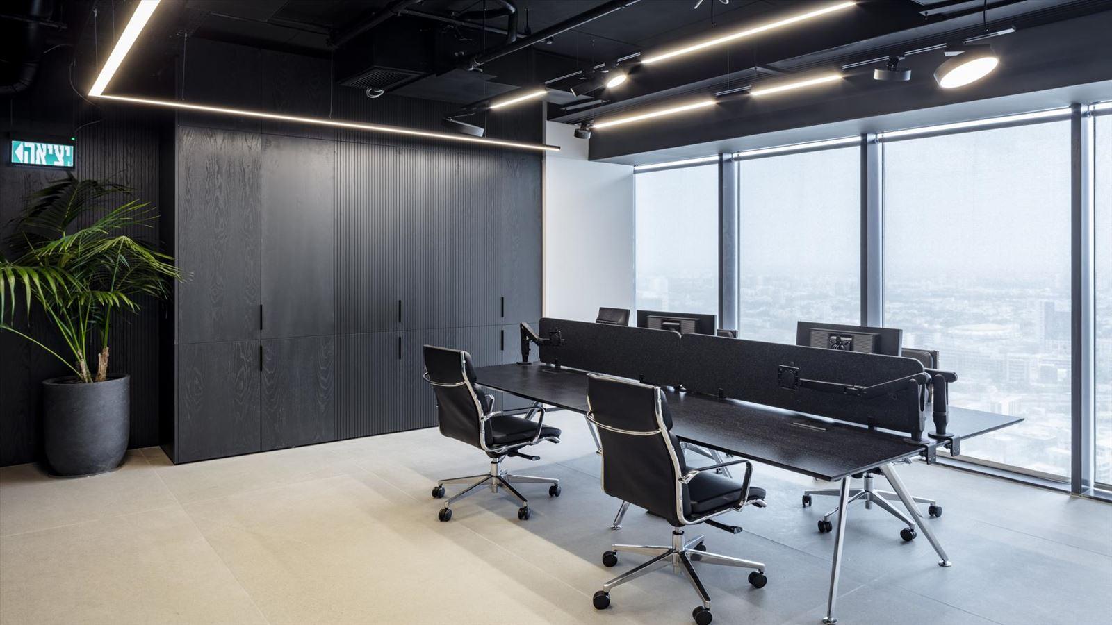 Fortissimo Offices – Tel Aviv חדר העבודה בגופי תאורה מרשימים בעיצובו של דורי קמחי