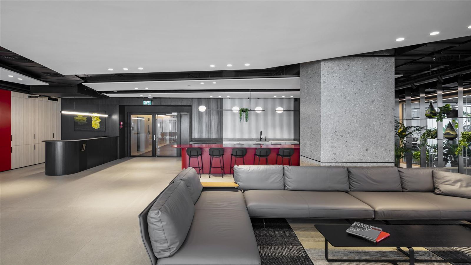 Fortissimo Offices – Tel Aviv מבט על מרחב המשרד עם גופי תאורה מיוחדים של דורי קמחי