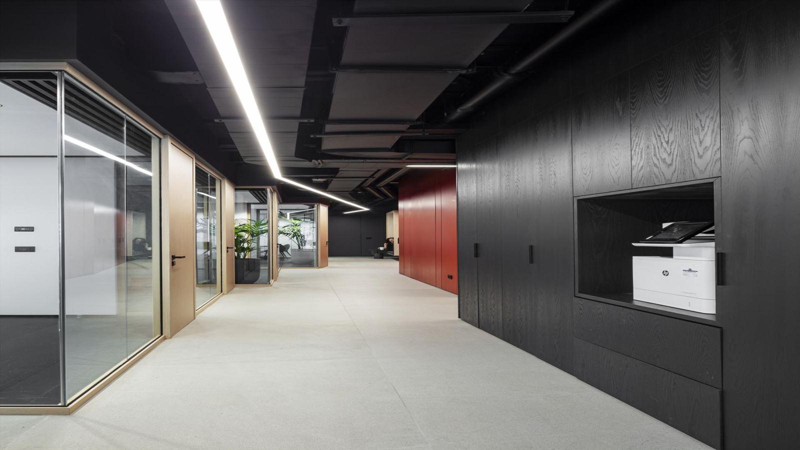 Fortissimo Offices – Tel Aviv גוף תאורה מיוחד לאורך מסדרון המשרד בתכנון דורי קמחי