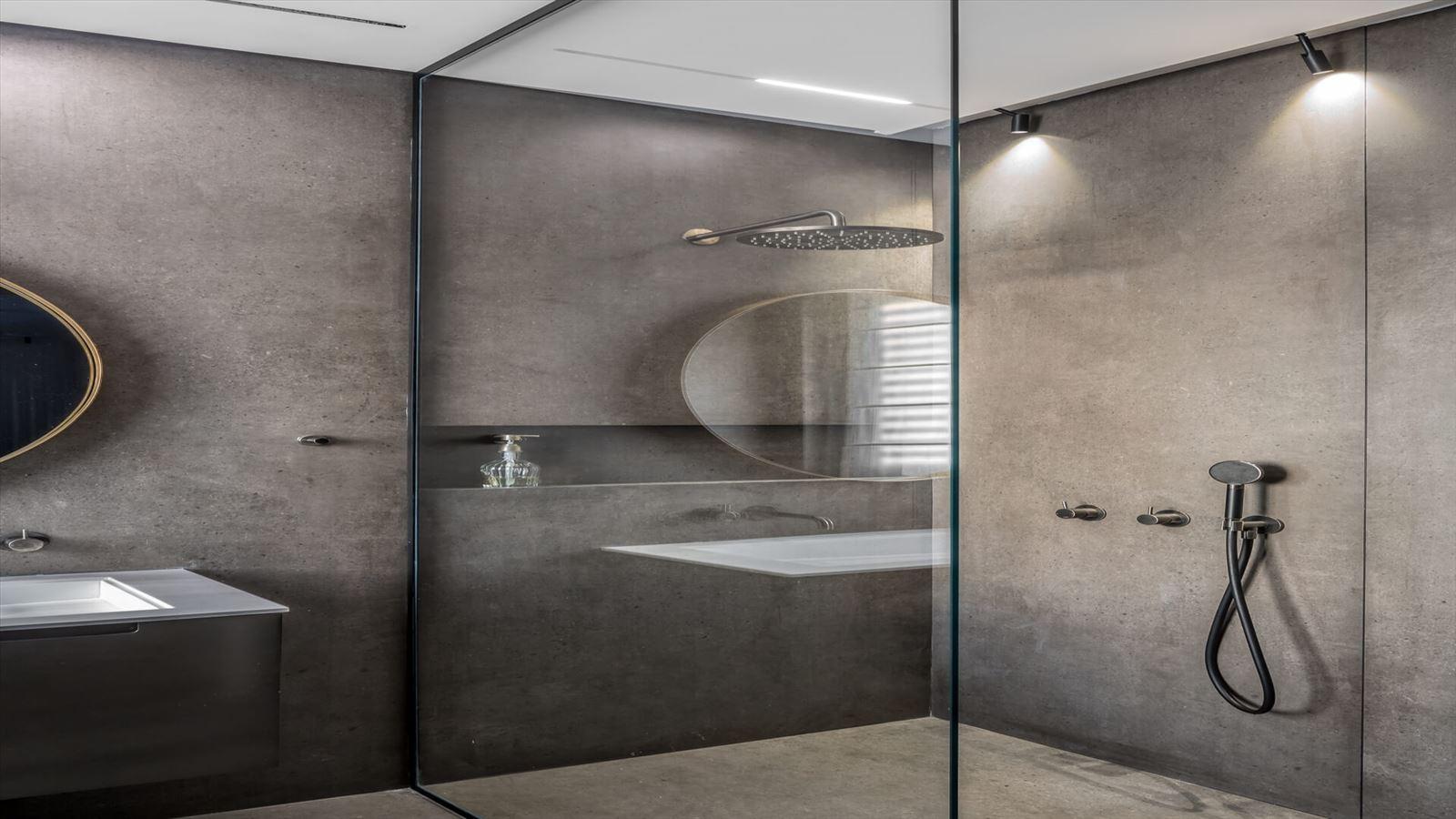 Penthouse Carmelit - עיצוב תאורת האמבטיה על ידי קמחי תאורה