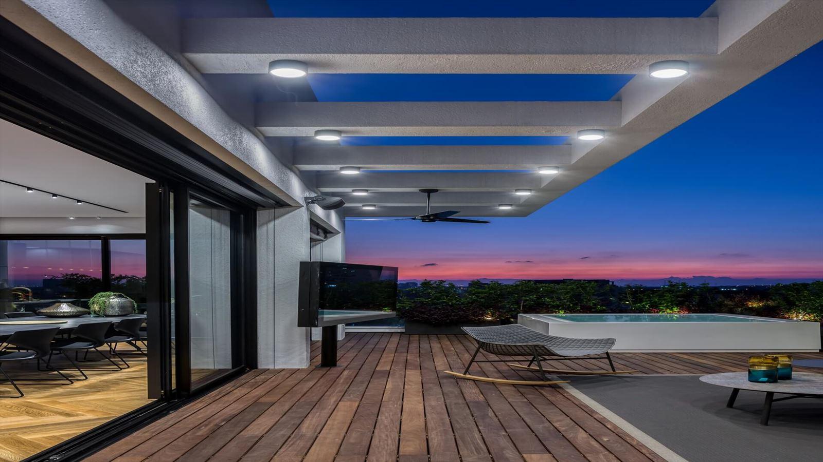 עיצוב תאורת מרפסת על ידי דורי קמחי תאורה אדריכלית