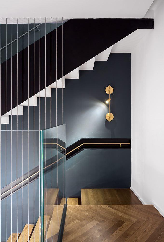 Private house in the center עיצוב תאורת מדרגות בבית פרטי