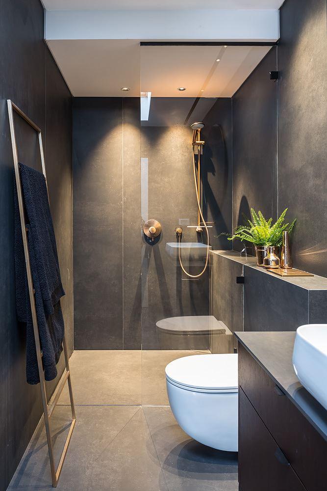 Private house in the center תאורת המקלחת עוצבה על ידי דורי קמחי