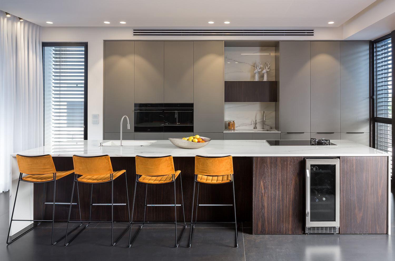 תאורה צמודת תקרה למטבח בבית פרטי