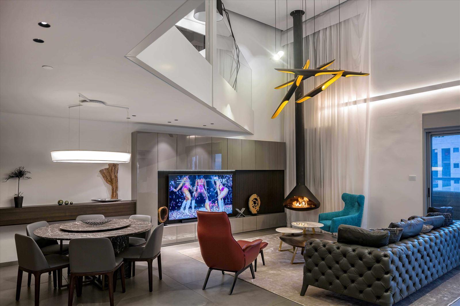 תמונה של בית חכם עם טכנולוגית עמעום תאורה