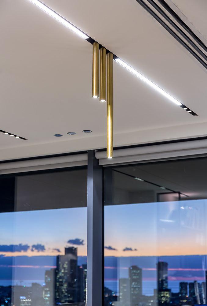 Adi Naor's offices גופי תאורה של דורי קמחי