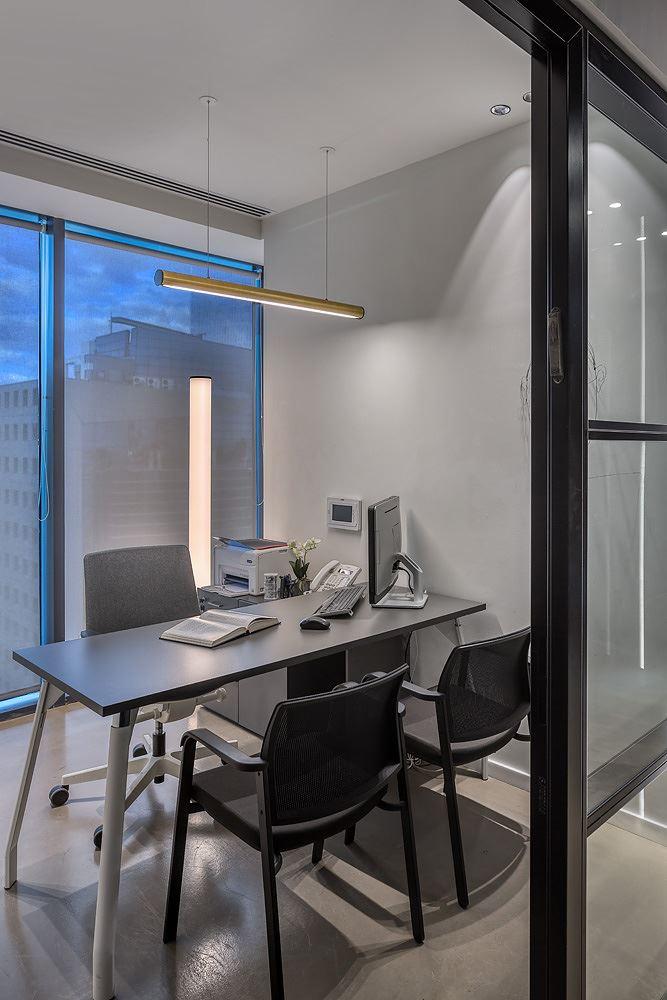 Adi Naor's offices תאורת משרד מבית קמחי תאורה