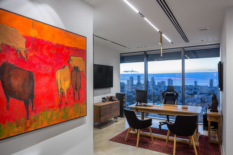 Adi Naor's offices תאורת התקרה נעשתה על ידי דורי קמחי