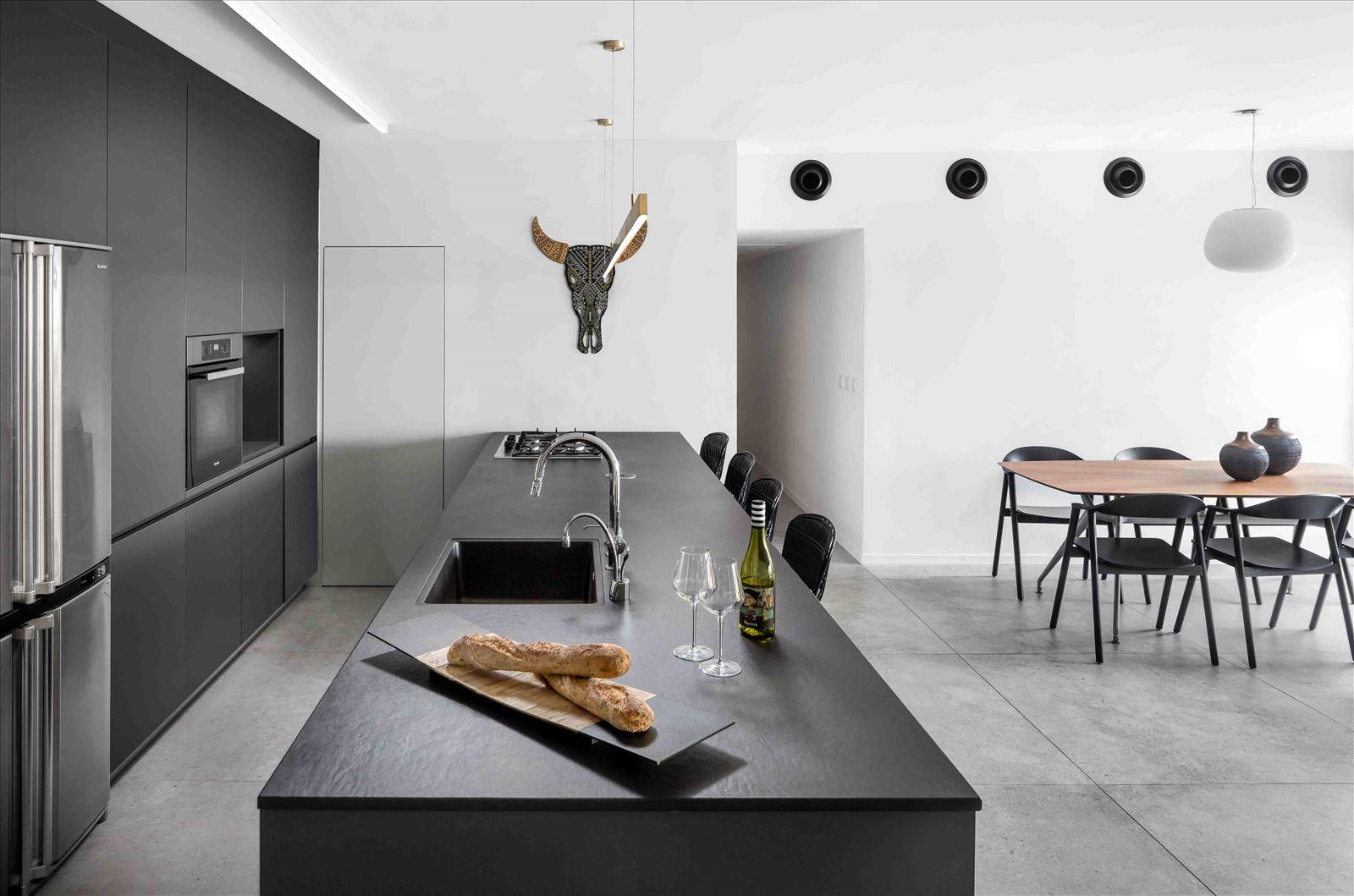 Apartment in North Tel Aviv פרויקט תאורה במטבח מבית דורי קמחי