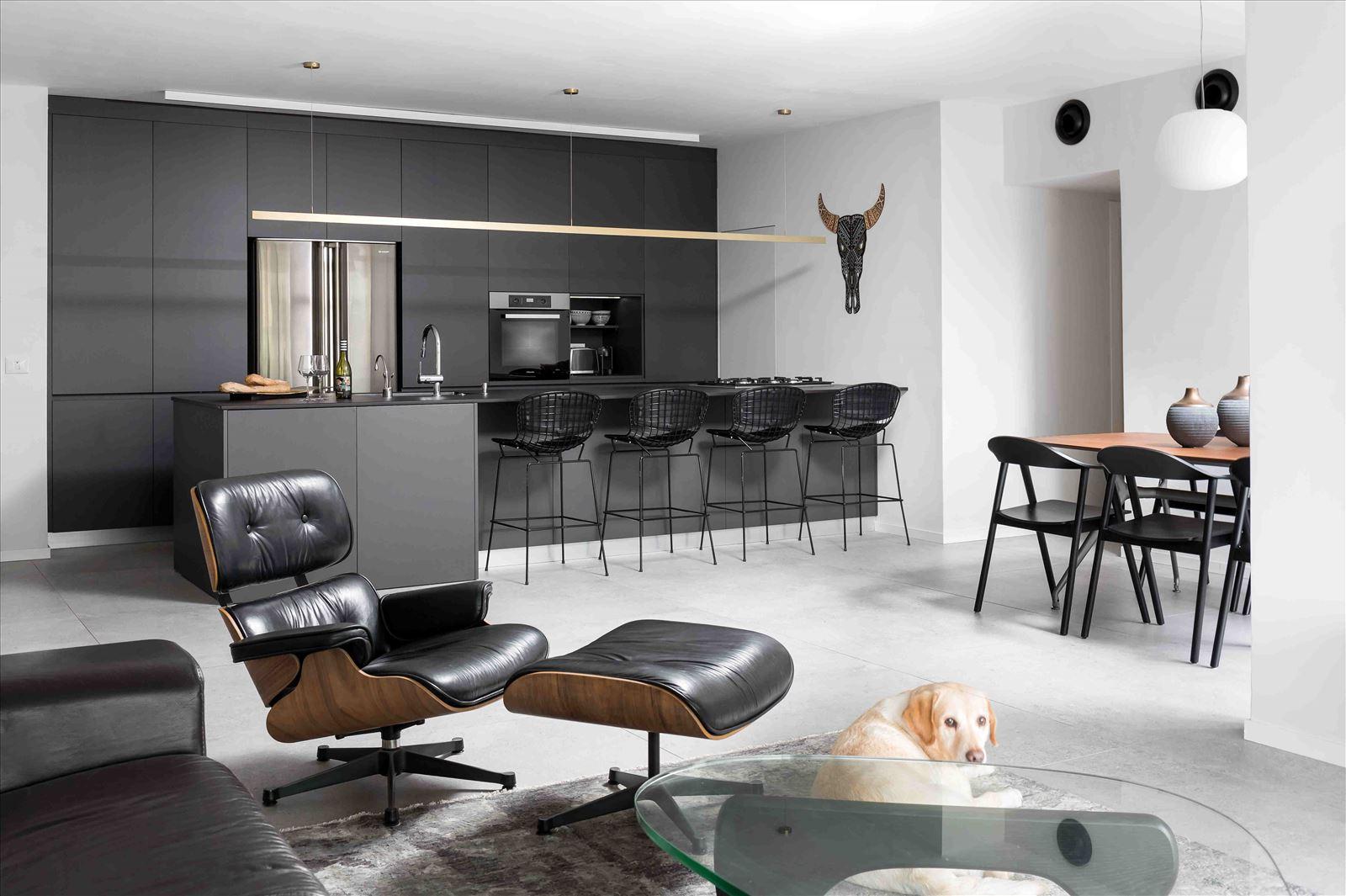 Apartment in North Tel Aviv התאורה בדירה נעשתה על ידי קמחי תאורה