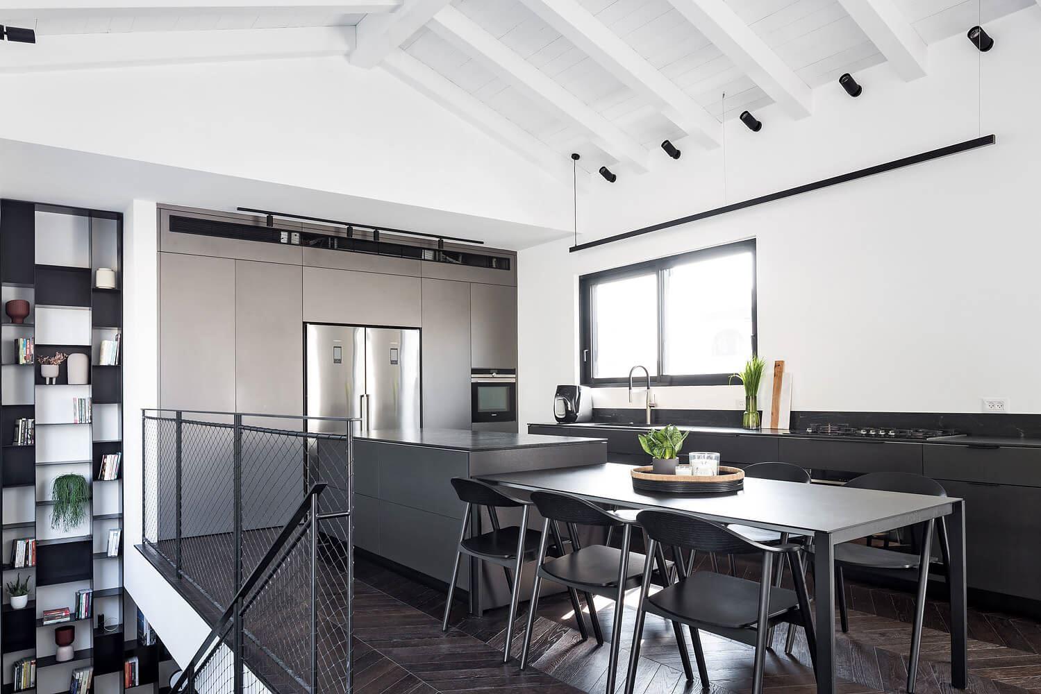 התקנת תאורה למטבח נעשתה על ידי קמחי תאורה בפרויקט תאורה בבית בגבעתיים