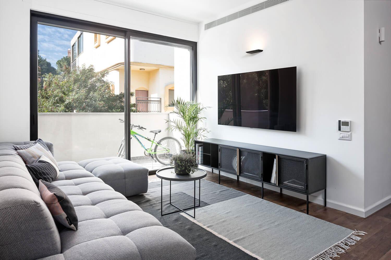 פרויקט תאורה בבית בגבעתיים על ידי קמחי תאורה - תאורה מעל הטלוויזיה