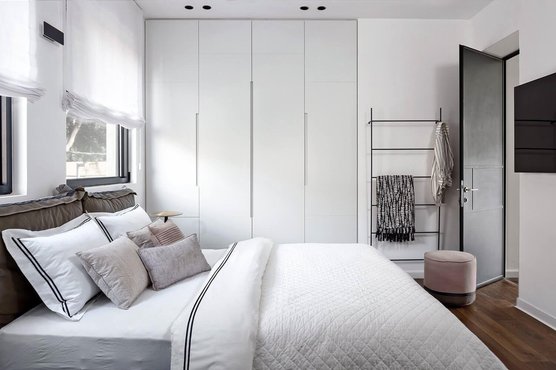 התקנת תאורה בחדר שינה - פרויקט תאורה בבית בגבעתיים שבוצע על ידי קמחי תאורה