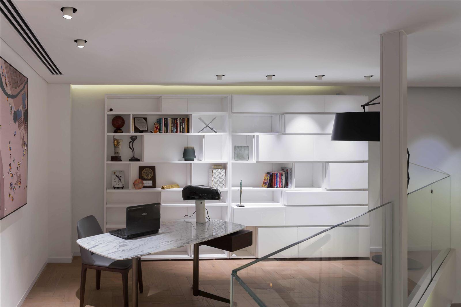 גופי תאורה שקועי תקרה בפרויקט תאורה בבית פרטי על ידי דורי קמחי