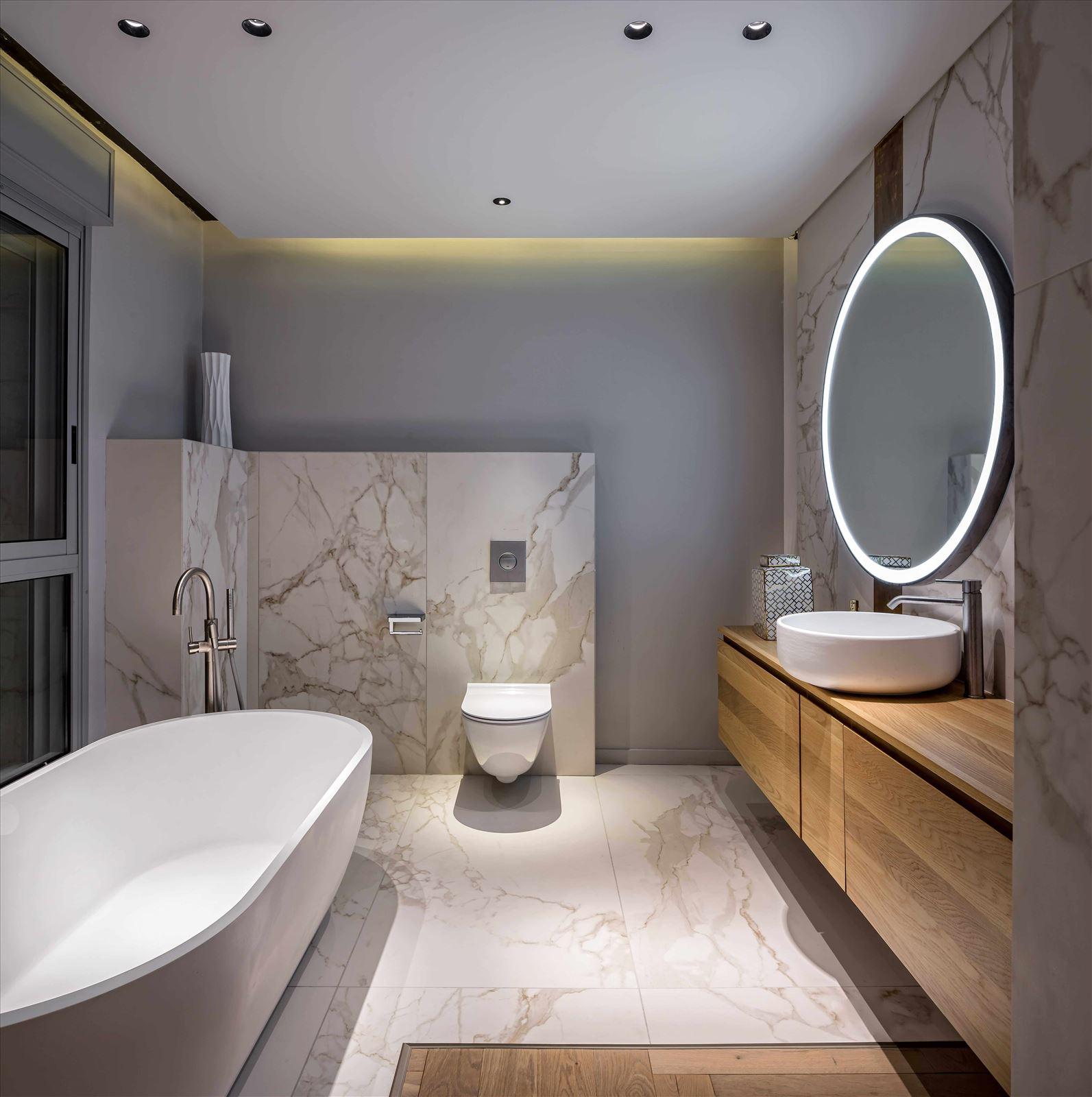 תאורה בחדר האמבטיה - פרויקט תאורה בבית פרטי על ידי קמחי תאורה