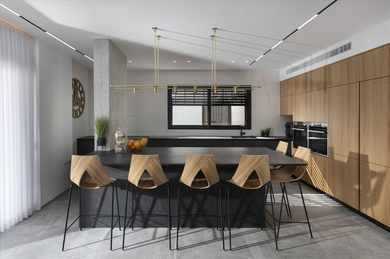 Lighting project private house תאורה מרהיבה במטבח על ידי דורי קמחי