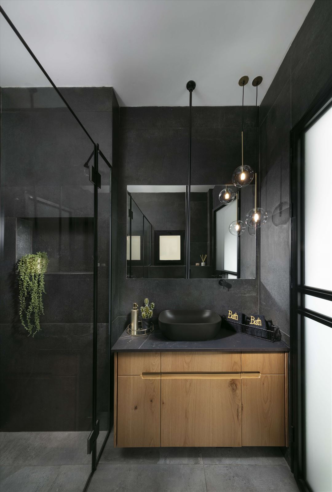 Lighting project private house תאורה בחדר הרחצה נעשתה על ידי דורי קמחי
