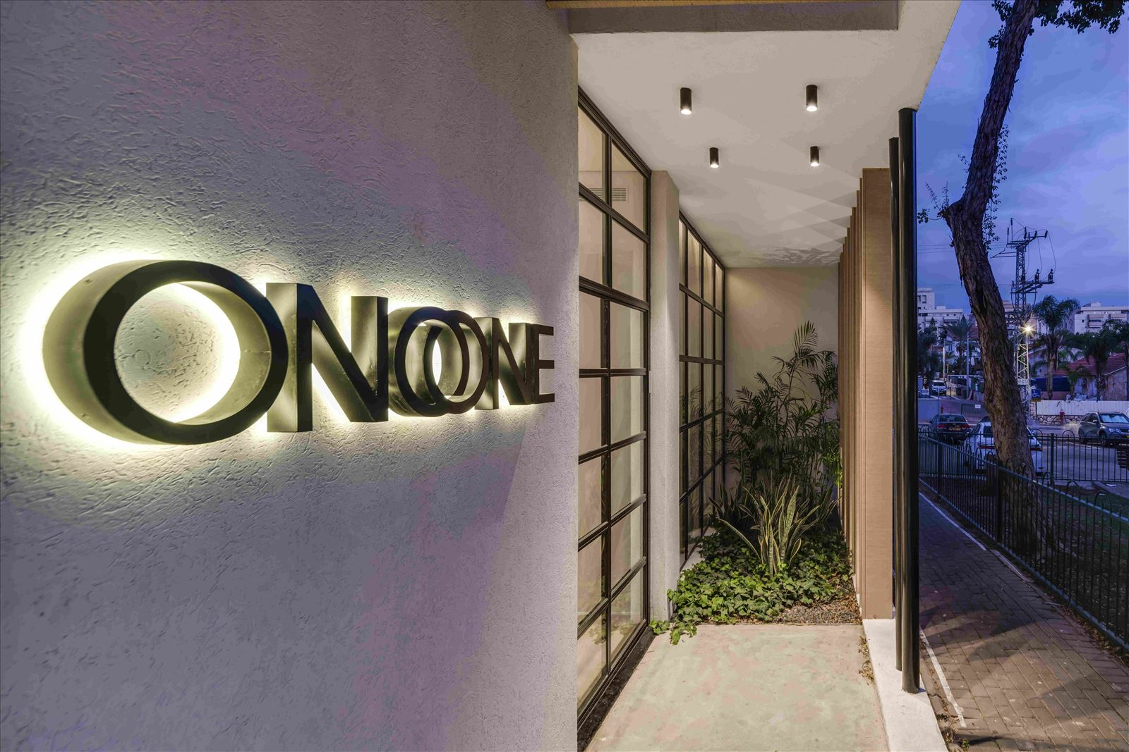 sales office - onone פרויקט תאורה במשרד מכירות